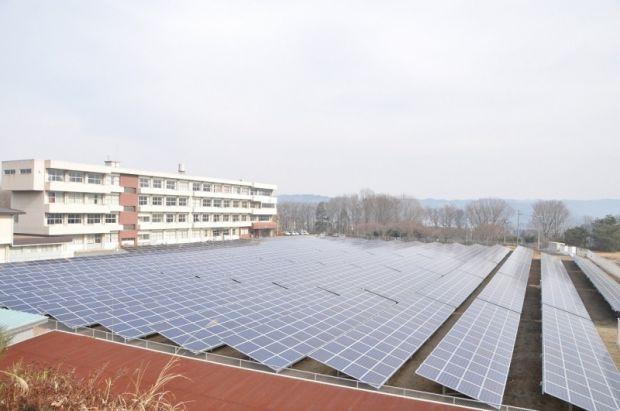 栃木県那須烏山市立中学校グラウンド跡地を活用した太陽光発電所が完工